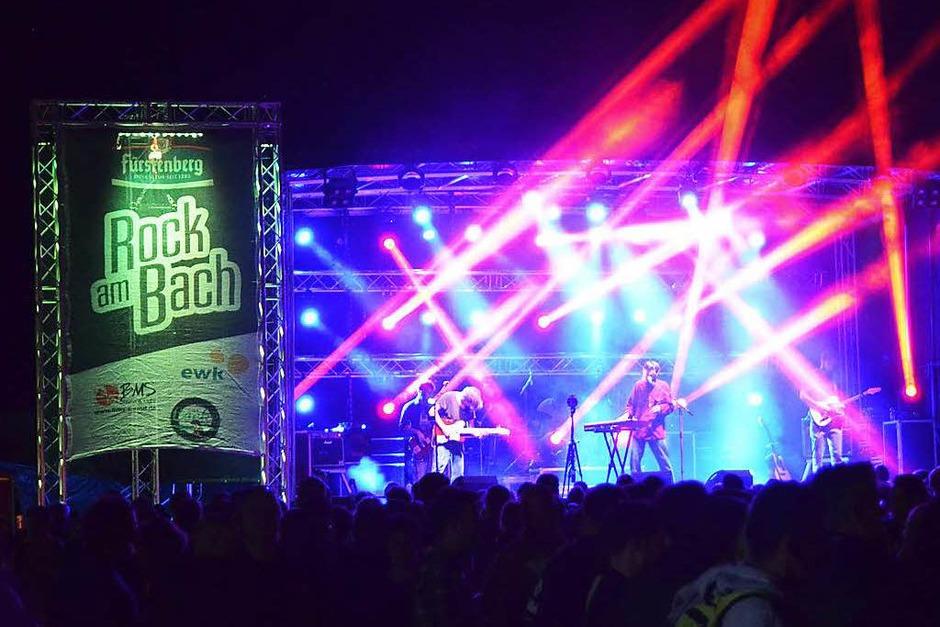 """Das Festival """"Rock am Bach"""" in Kirchzarten hat sich in der südbadischen Musikszene etabliert. Rund 1500 Besucher kamen an den beiden Tagen ins Dreisamtal. (Foto: Dennis Schwarz)"""