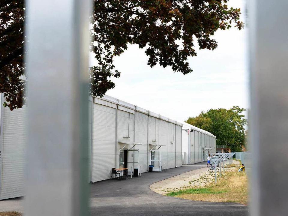 Leben hinter Gittern: Alltag in der  E...s Landes (EA) an der Lörracher Straße.  | Foto: Rita Eggstein