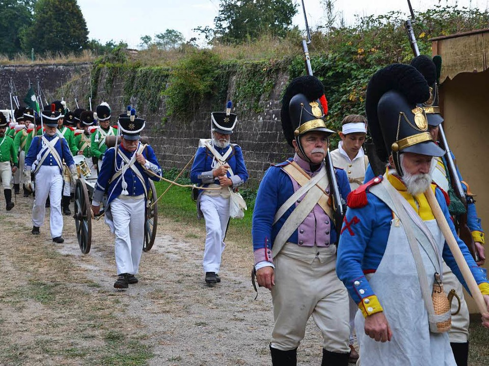 In den Festungsanlagen von Neuf-Brisac...s Biwak wie zu Zeiten Napoleons statt.  | Foto: Hans-Jochen Voigt