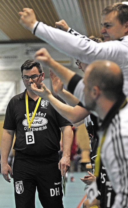 Trainer Daniel Hasemann blickt verhalt...ine Szene aus der vergangenen Saison.   | Foto:  Bettina Schaller