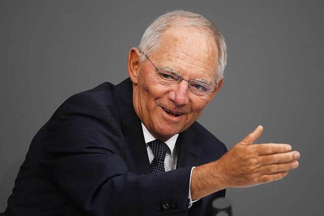 Schäuble kündigt für 2017 leichte Steuersenkung an