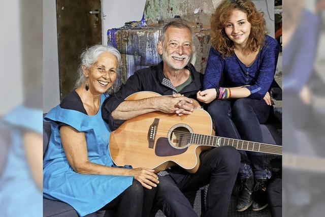 Trio Huber spielt Lieder, Mahmoud Alkousa erzählt zu seinen Bildern aus der Heimat Syrien