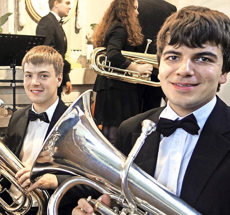 Fabian Korhummel (rechts) aus Mauchen ... Euphonium im Verbandsjugendorchester.  | Foto: Andreas Mahler