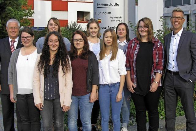 Stadt begrüßt acht neue Auszubildende
