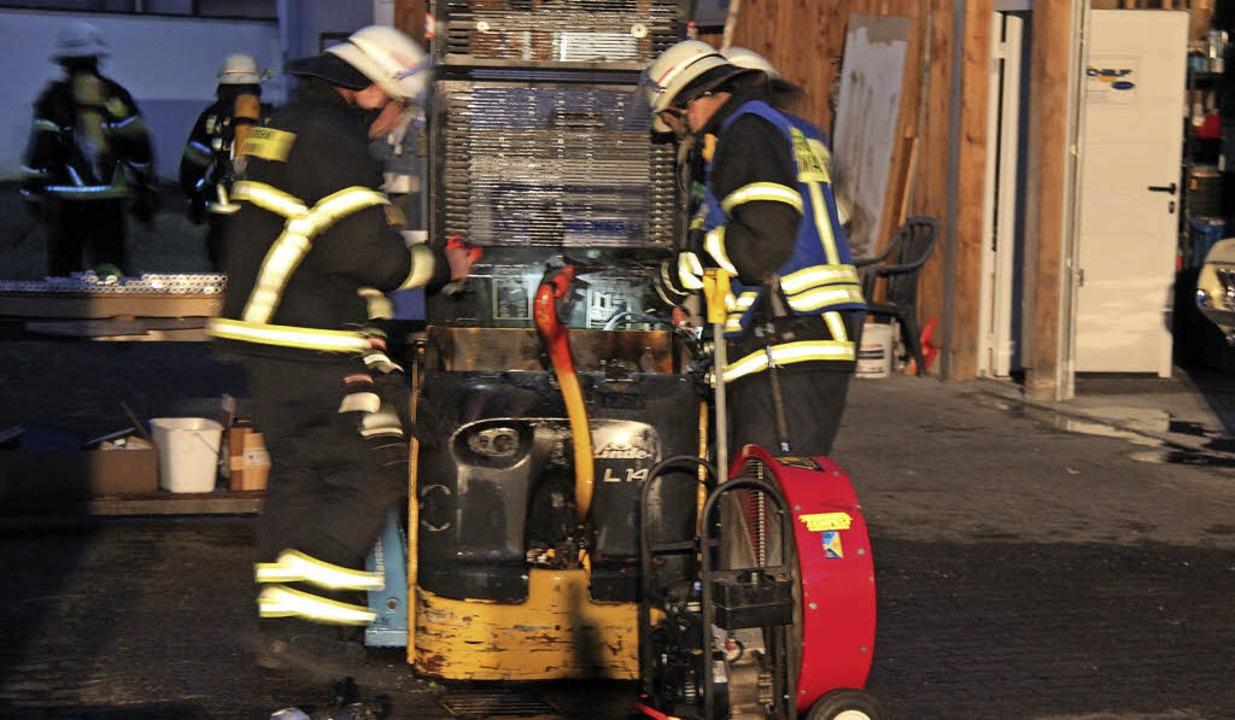 Die Marcher Feuerwehr musste am Montag...orbrand eines Kleinstaplers bekämpfen.  | Foto: horst david