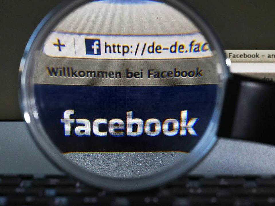 Die Auswertung der Facebook-Nachrichten spielt laut Polizei eine große Rolle.  | Foto: dpa