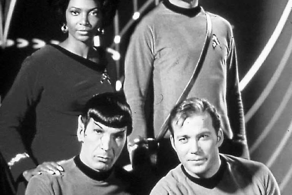 """Captain Kirk, Offizier Spock, erster Offizier Uhura und Schiffsarzt Pille brachen auf, """"um neue Welten, neues Leben und neue Zivilisationen"""" zu erforschen. So hieß es in der Frühzeit jedes Mal im Vorspann. (Foto: Sat.1)"""