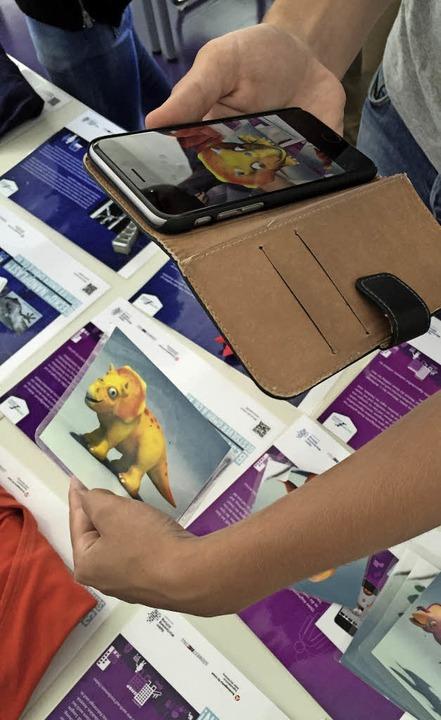 Wenn man die Karte bewegt, erwacht der...App fürs Smartphone macht es möglich.   | Foto: Soboll