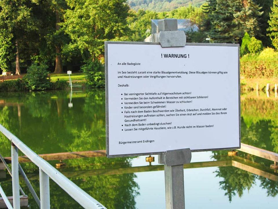 Warnschilder stehen seit Donnerstagabe...ein geringer Toxingehalt festgestellt.  | Foto: Ruth Seitz