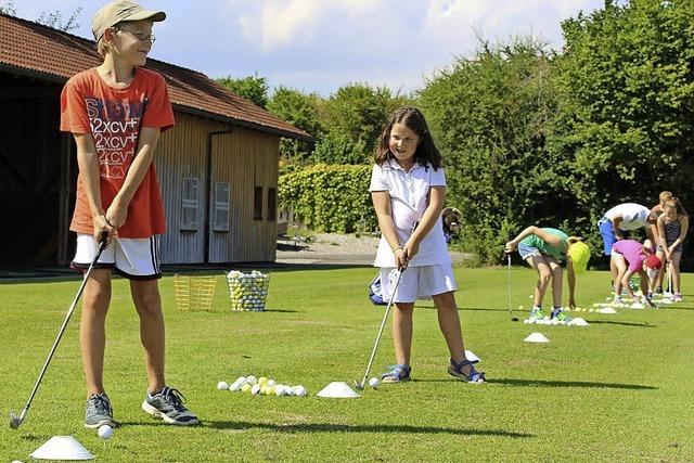 Kinder auf den Spuren der Golfprofis