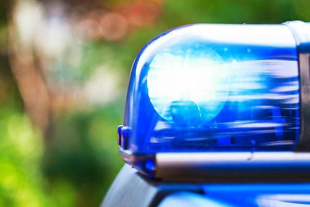 Betrunkener Autofahrer rast über Kreisverkehr