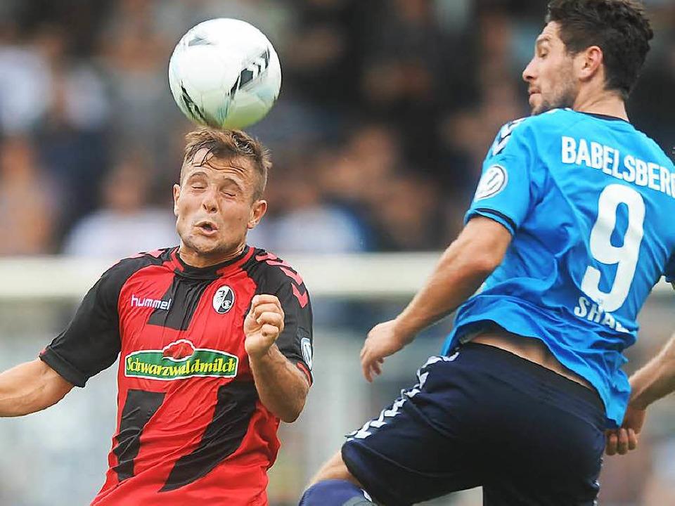 Augen zu und durch: Gegen Gladbach dür...in der Defensive viel zu tun bekommen.  | Foto: Meinrad Schön