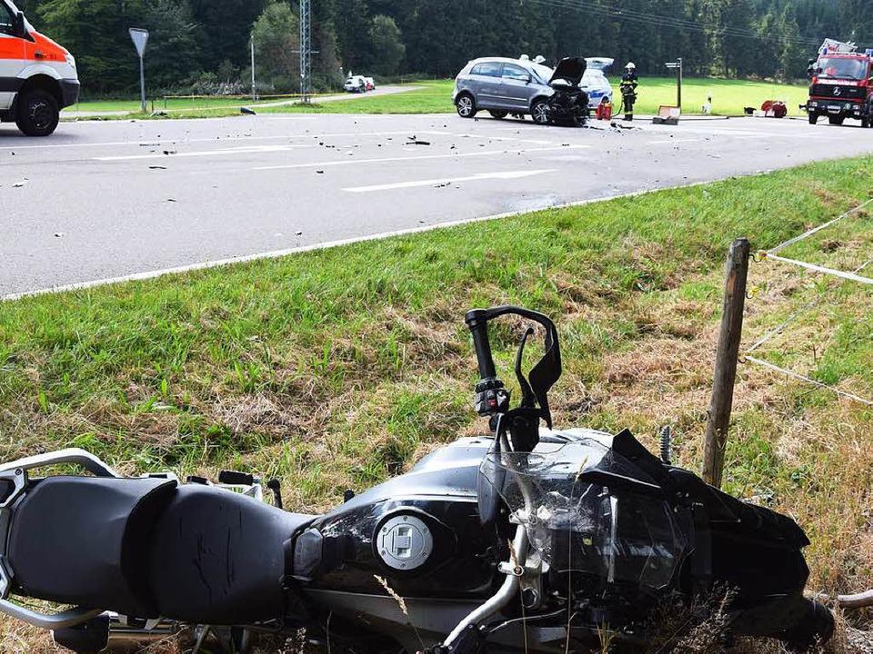 Auto und Motorrad sind aufeinandergeprallt.  | Foto: M. Ganz
