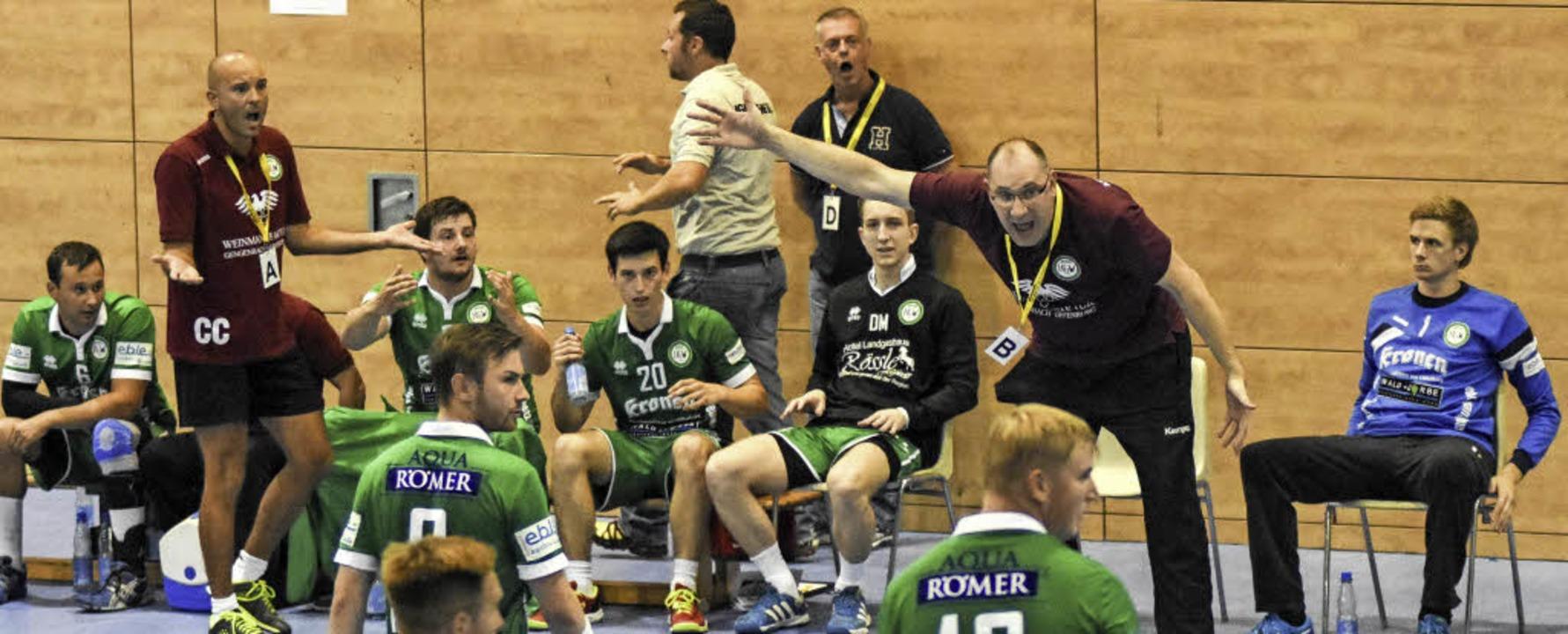 HGW-Trainer Michael Bohn (B) und  Co-T...zu weisen. Am Ende fehlte nicht viel.   | Foto: Sebastian Köhli