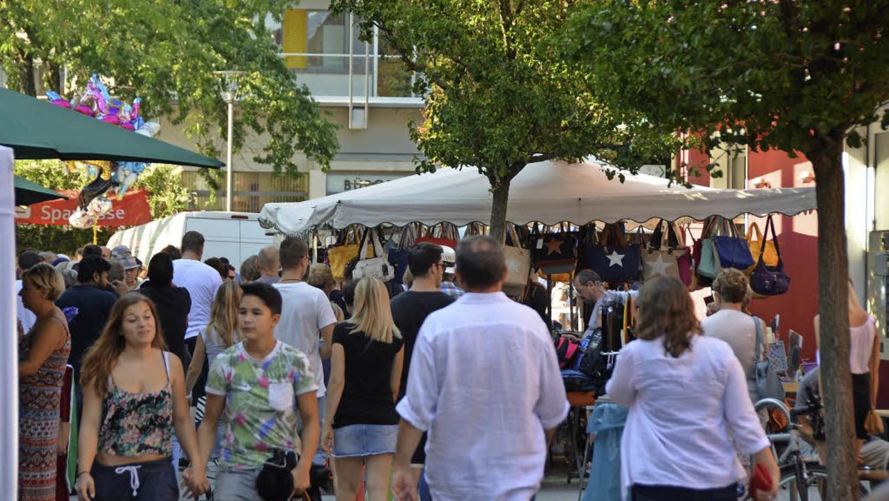 Verkaufsoffener Sonntag und Märkte lockten viele Kunden an.   | Foto: Dorweiler/Gollin