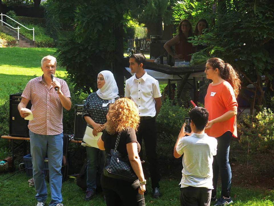 Organisatoren sowie Mithelfer und Über...kkad, Hamza Afzali und Hala Alkutaifan  | Foto: Georg Voß