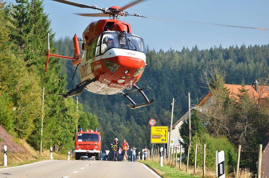 Unfall St. Märgen: Die Böschung hinunt... Der Rettungshubschrauber im Einsatz.   | Foto: M.Ganz