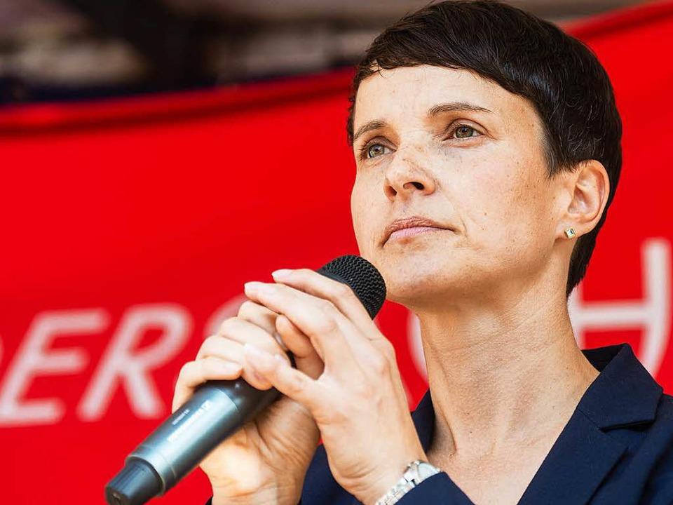 Petry: Wir wollen keinen Bürgerkrieg in Deutschland  | Foto: dpa