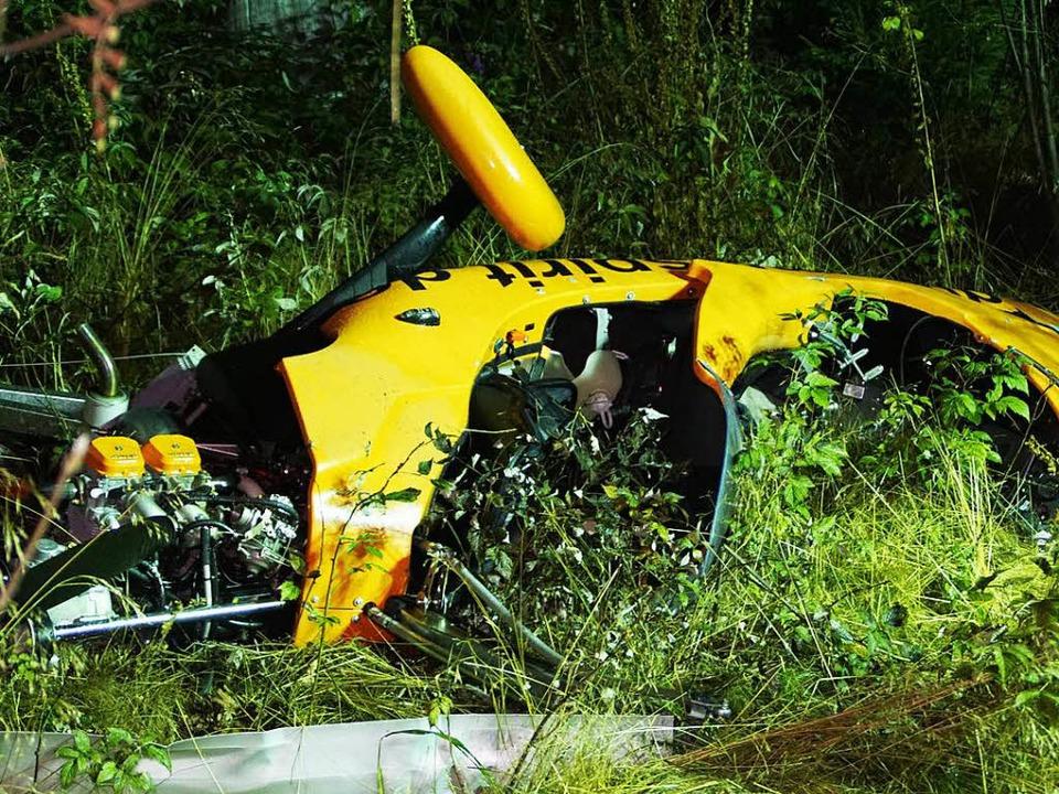 Das Wrack des Gyrocopters im Wald.  | Foto: SDMG /  Maurer