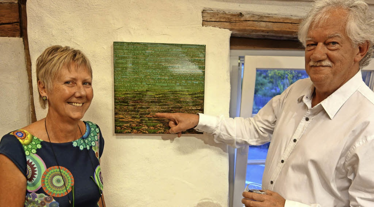 Cees van Rutten und Jutta Binner-Schwa...Postkarten neu entstandene Stühlingen.  | Foto: Andreas Mahler