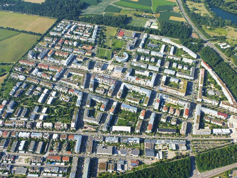 Der Startschuss für den  Stadtteil Rie...10.000 Freiburgerinnen und Freiburger.  | Foto: Volker Jung