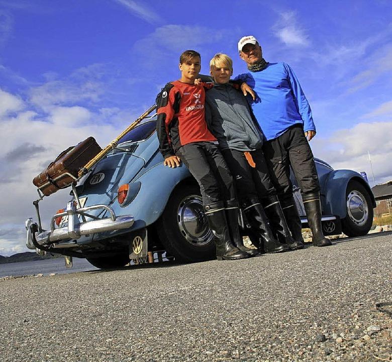 Matti, Kalle und Petteri Möhwald (von ...er Käfer ließ sie dabei nie im Stich.   | Foto: Möhwald
