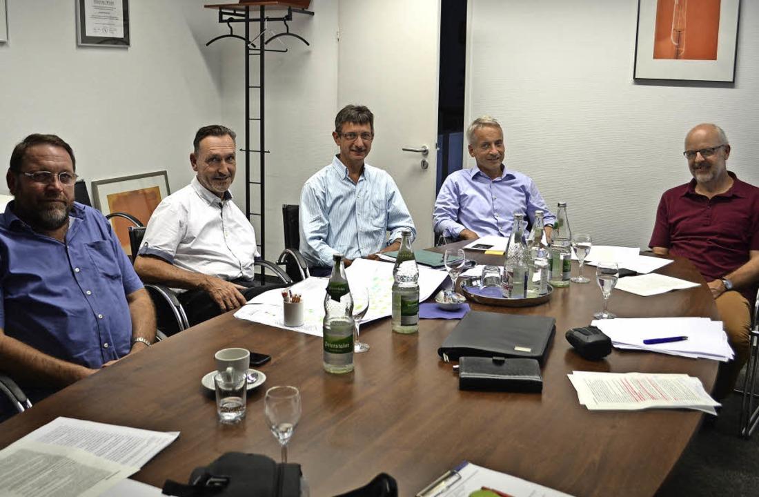Der Vorstand der Nahwärmegenossenschaf...tin Wisser und Peter Haiss (von links)  | Foto: Nikolaus Bayer
