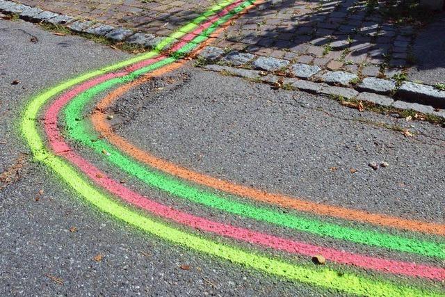 Warum ziehen sich bunte Linien durch Weil am Rhein?