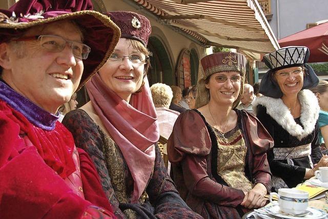 800 Mitwirkende in historischen Kostümen wirken mit bei einer Zeitreise durchs Mittelalter in Staufen vom 16. bis 18. September 2016
