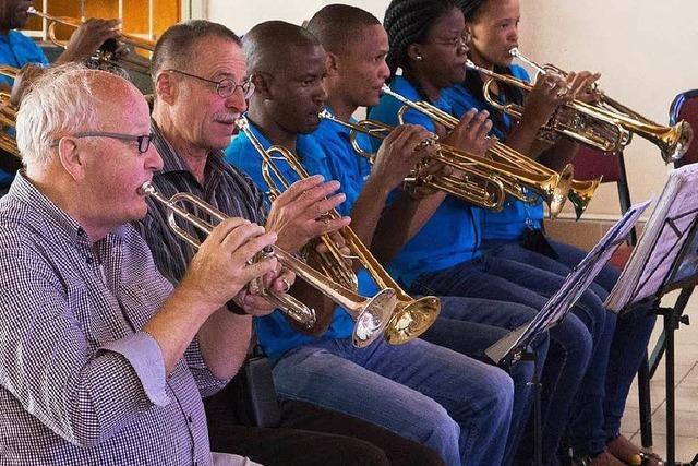 Posaunen gespendet für Christen in Namibia