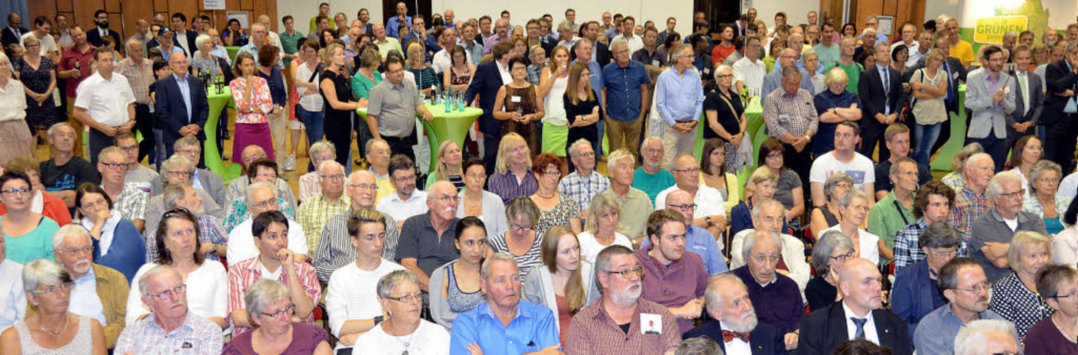Die Einladung zum Dialog mit der Grüne...e Bürger wahr, der Saal war fast voll     Foto: Peter Stellmach/Sarah Beha