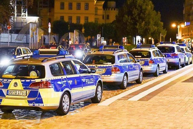 Rechtsextreme und Flüchtlinge attackieren sich in Bautzen