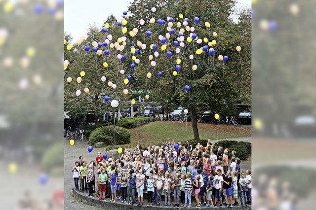 Mit Luftballons ins neue Schuljahr