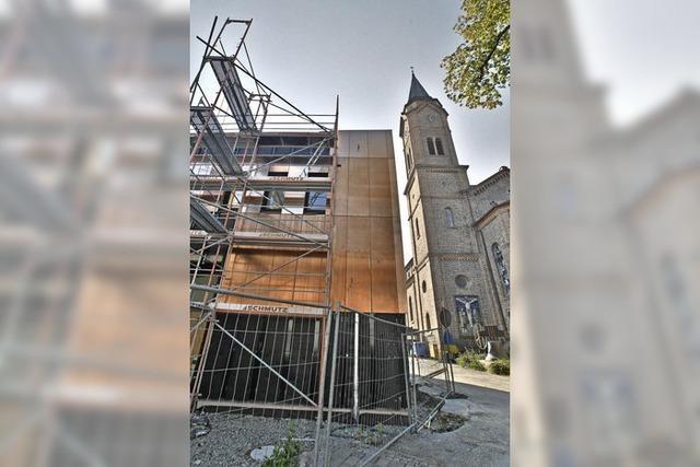 Freier Blick auf bronzene Fassade