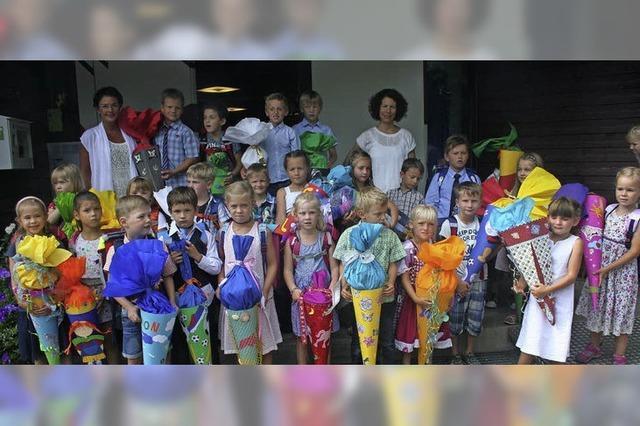 25 Erstklässler an der Schule