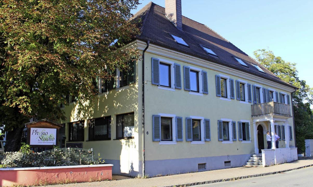 Das ehemalige Gasthaus Löwen, schon mit dem Schild der  Physiotherapiepraxis   | Foto: Mario Schöneberg