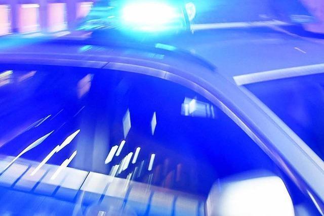 Auto rast gegen mehrere Mauern - Rentnerin stirbt am Steuer