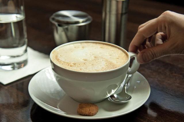 IBA Projektgruppe Aktive Bahnhöfe schenkt an neun Bahnhöfen morgens gratis Kaffee aus