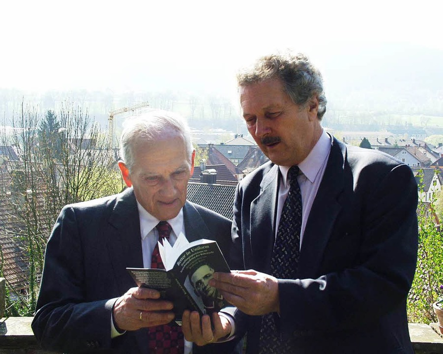 Drossel und unser Autor Wolfram Wette 2002  | Foto: Bernd Fackler