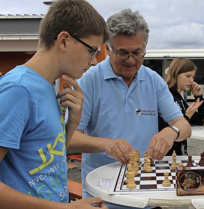 Wertvolle Tipps  wurden am Schachbrett...ter anderem die Strauschoeh-Schlurbi.   | Foto: Ingeborg Grziwa