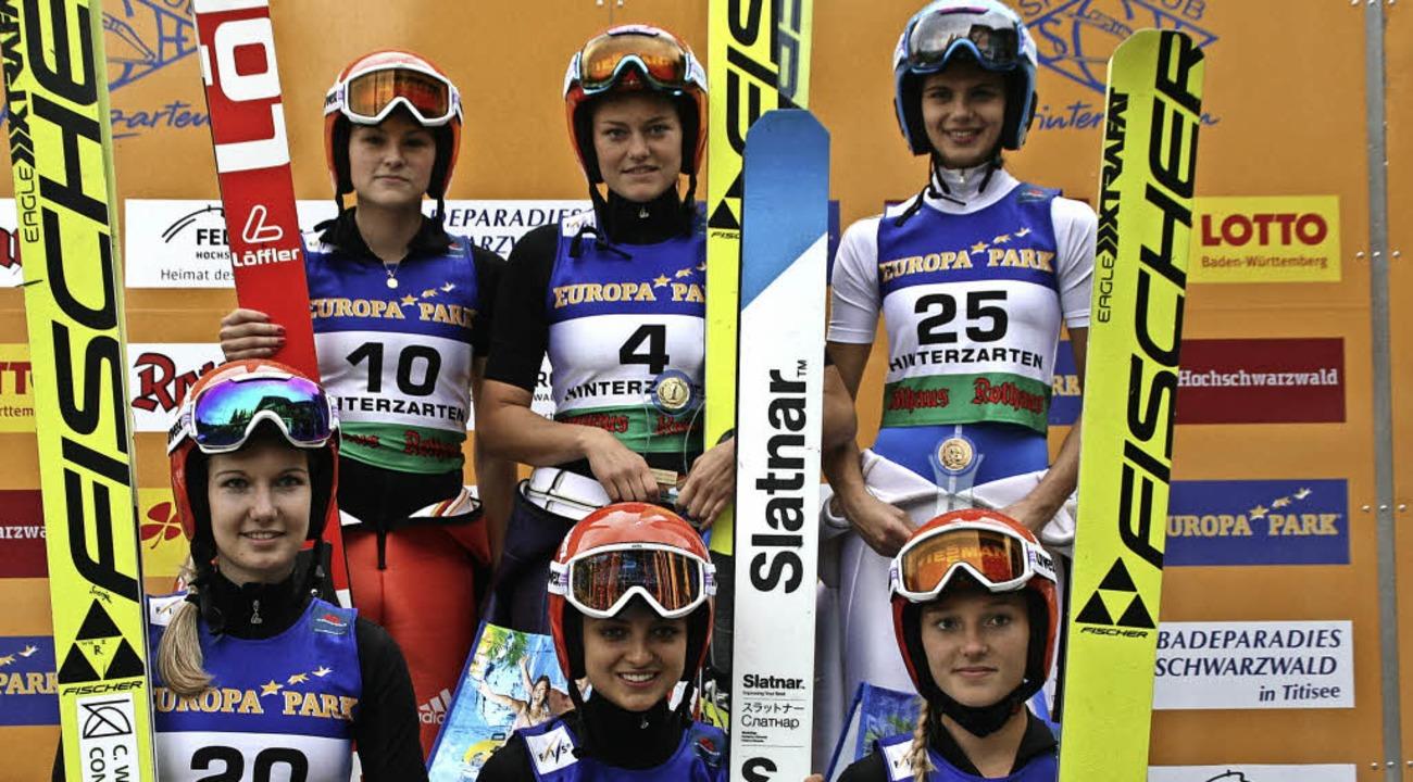 Die deutschen Skispringerinnen dominie..., Gianina Ernst und Katharina Althaus.  | Foto: dieter maurer