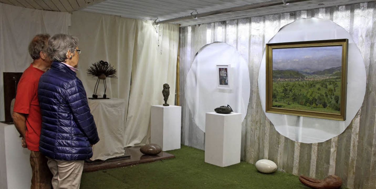 Gemälde präsentierte Peter Fritz in seinem Container-Kreativdomizil.   | Foto: anja bertsch