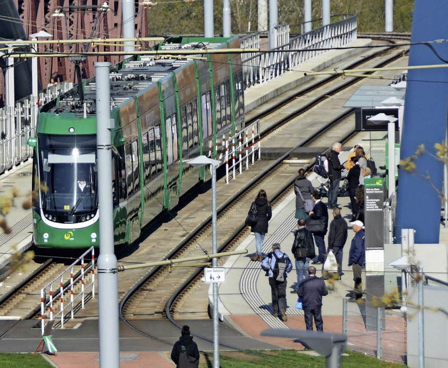 Stark frequentiert – die Tram 8 ...züberschreitenden Personennahverkehr.   | Foto: LAUBER