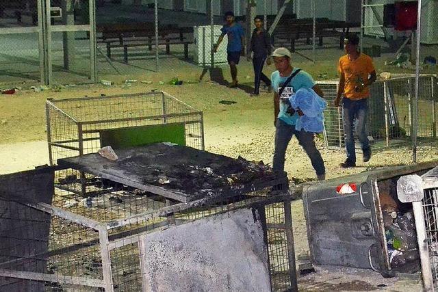 Tausende fliehen vor Feuer in Flüchtlingslager auf Lesbos