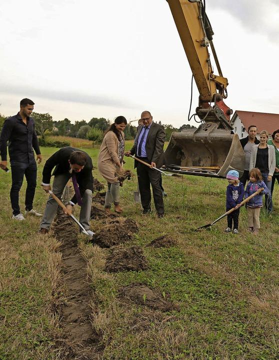 Spatenstich für das neue Baugebiet Süd   | Foto: Sandra Decoux-Kone