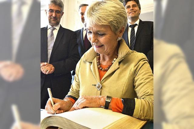 Staatssekretärin setzt Spatenstich
