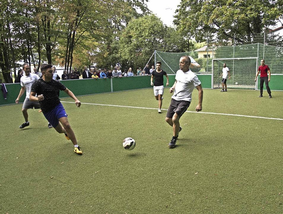 Anpfiff auf dem neuen Soccercourt im Kleinfeldele.   | Foto: Volker Münch