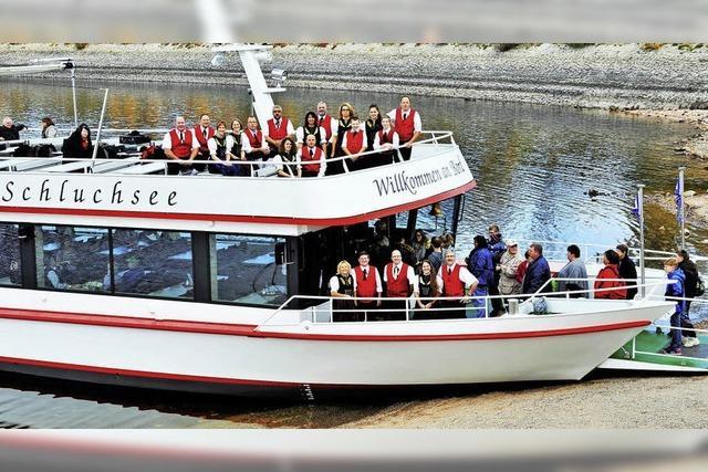 Trachtenkapelle Schluchsee spielt auf dem Schiff im Rahmen des Blosmusik Festivals