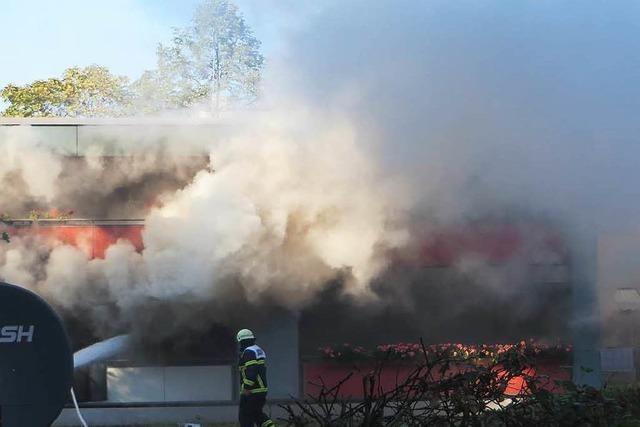 Feuerwehr löscht Küchenbrand in Weingarten