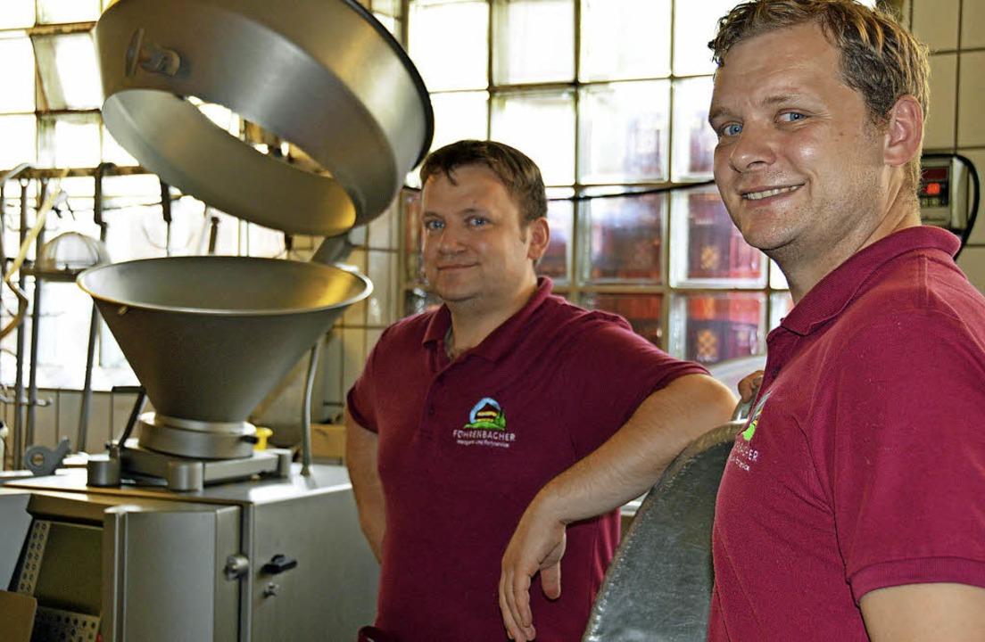 Sigi (links) und Philipp Föhrenbacher ... Betrieb mit mehr als 40 Mitarbeitern.  | Foto: Gerhard Lück